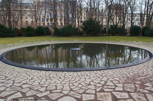 memorial-sinti-roma-victims-berlin